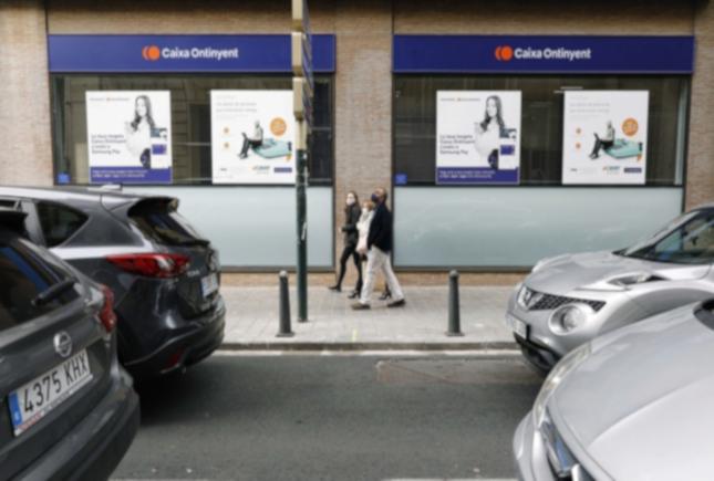 Caixa Ontinyent emite 64.000 bonos para apoyar al comercio local