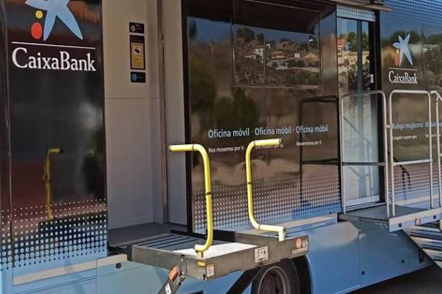 Las oficinas móviles de CaixaBank atienden a 72.000 vecinos de la Comunitat Valenciana