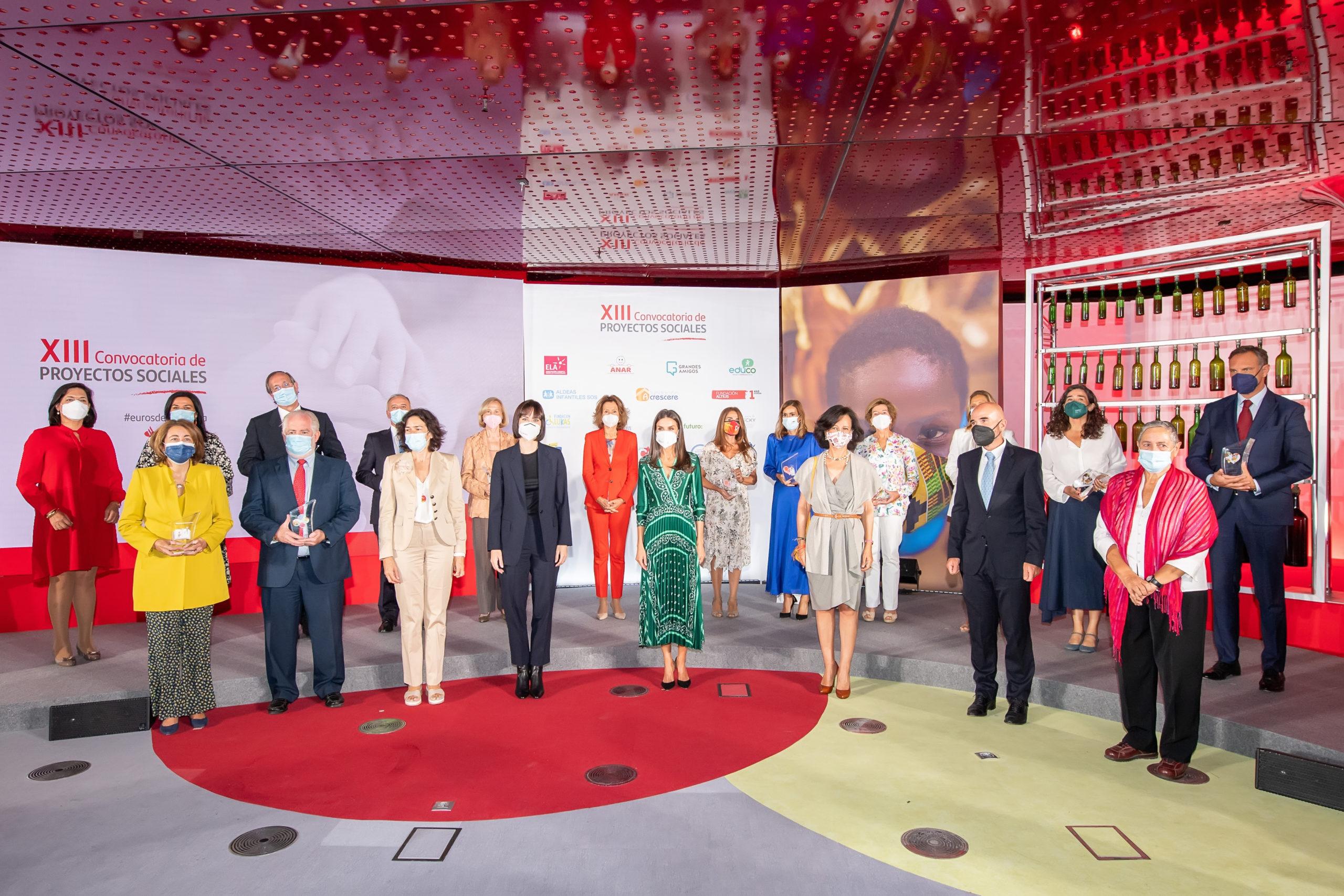 """Ana Botín y la Reina Letizia entregan los premios de la XIII Convocatoria """"Euros de tu Nómina"""""""